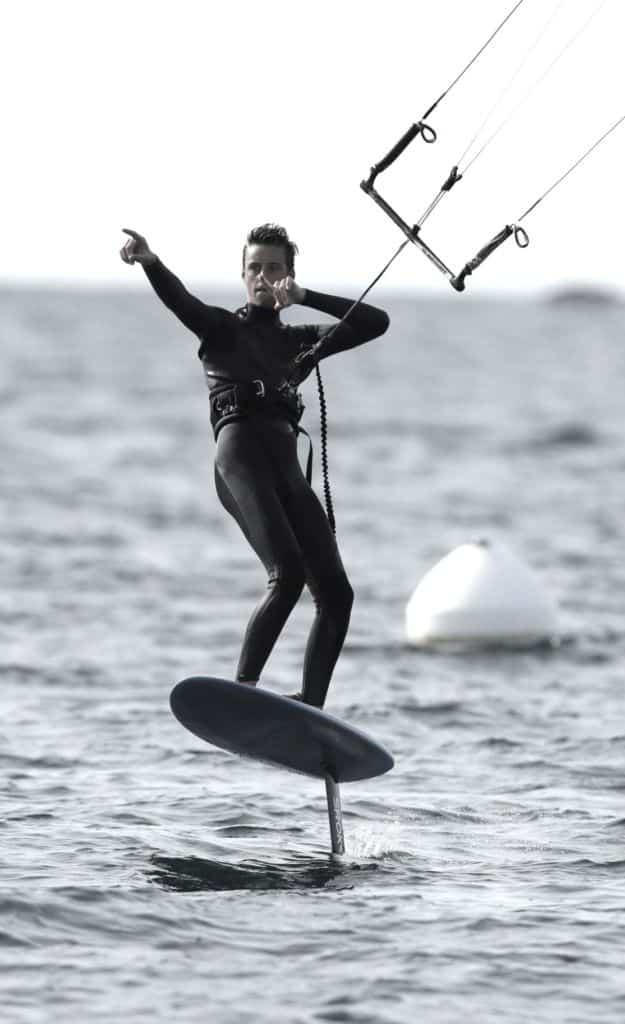 Antoine pratique le kitefoil avec un k-foil Sroka