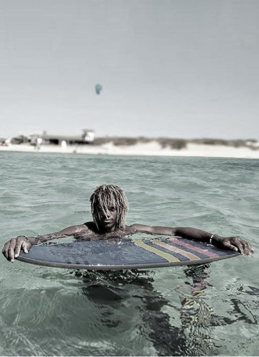 Wesley Brito fait surf foil derrière un cheval - sup foil - Sroka