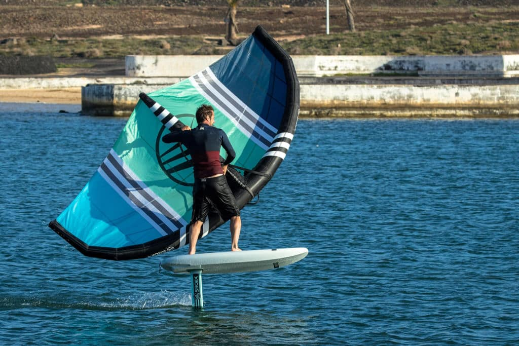 360 en foil avec une planche de foil Sky Rider